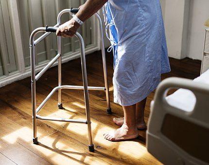 醫院看護 | 第一次申請要注意什麼?費用準備/心理建設/看護語言有通